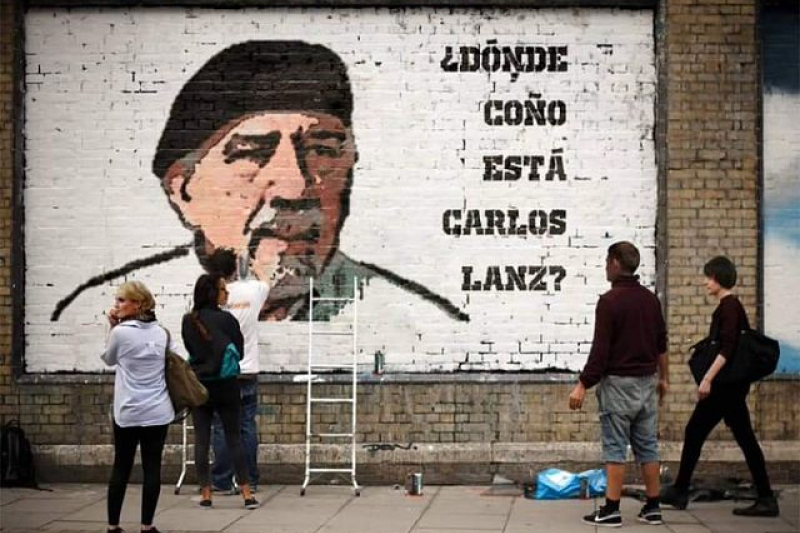 """The mural reads, """"Where the Hell is Carlos Lanz."""" (@AngelDanielCCS / Twitter)"""